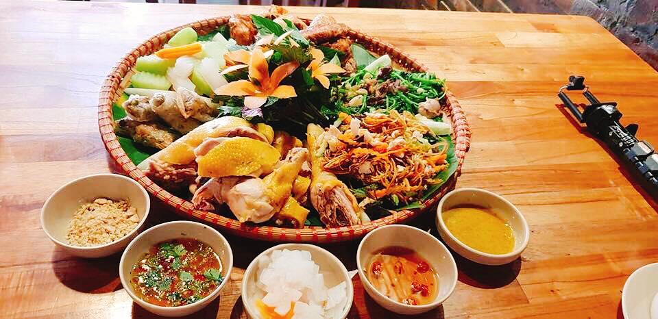Bữa tối cho 4 người tại nhà hàng Viet Deli