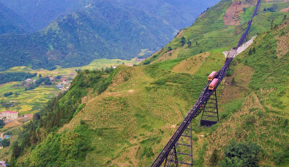 Giá vé tàu leo núi Sapa